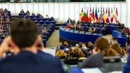 Abgeordnete des EU-Parlaments in Straßburg stimmen über den Haushaltsentwurf im Oktober 2019 ab.