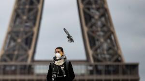 Frankreich schließt fast alle öffentlichen Einrichtungen