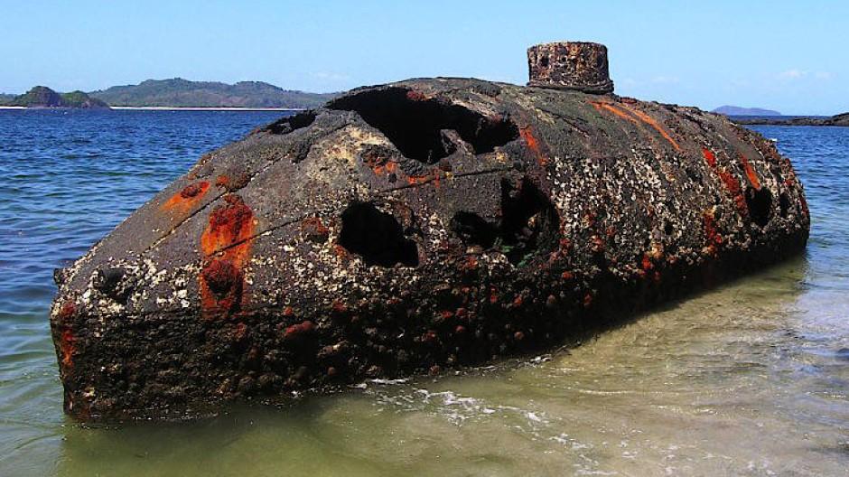 "150 Jahre altes U-Boots ""Sub Marine Explorer"" im Golf von Panama"