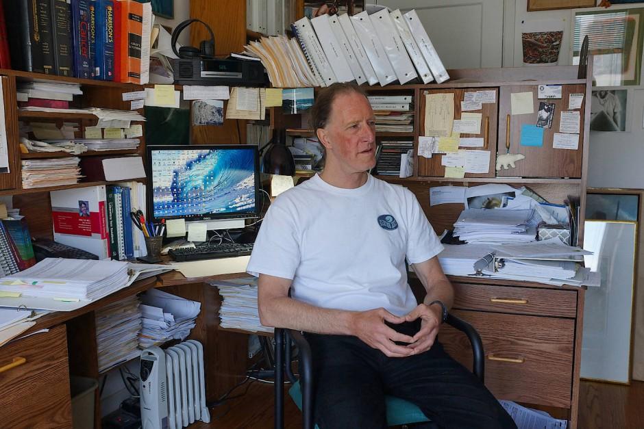 Mark Renneker, der Mann für unklare Krankheitsfälle, in seiner Praxis.