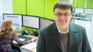 Online-Apotheker: Franz Michael Peikert, Betreiber der Offenbacher Versandapotheke disapo.de, in der Kundenbetreuung seines Unternehmens