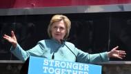 So what? Das Justizministerium wird keine Anklage gegen Hillary Clinton in der E-Mail-Affäre erheben. Clinton kann sich wie hier in Atlantik City voll auf ihren Wahlkampf konzentrieren.