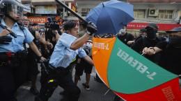 Tränengas und Schlagstöcke gegen Demonstranten
