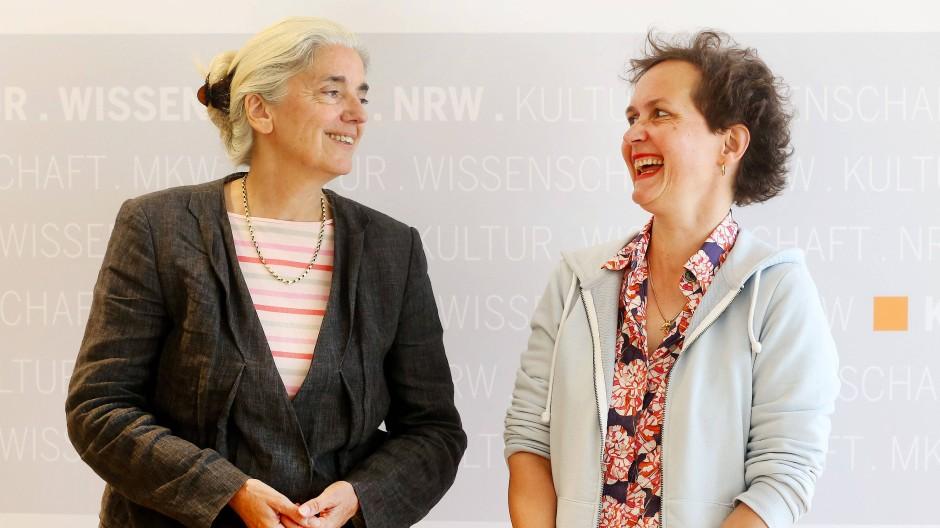 NRW-Kulturministerin Isabel Pfeiffer-Poensgen stellt Barbara Frey (rechts) als neue Intendantin der Ruhrtriennale vor.