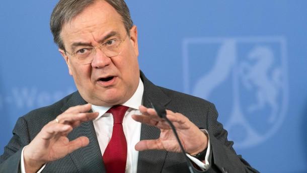 Laschet: Konjunkturprogramm des Bundes ergänzen