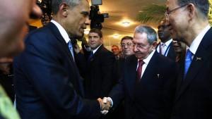 Historischer Handschlag zwischen Obama und Castro
