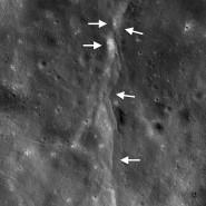 Überschiebungen auf dem Mond (gekennzeichnet durch Pfeile) scheinen Mondbeben auszulösen, wie nun eine Studie auf der Grundlage von Daten der Apollo- und Lunar-Reconnaissance-Orbiter-Mission ergab.