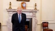 Der britische Premierminister Boris Johnson hält am Dienstag eine Schweigeminute für Todesopfer unter dem medizinischen Personal ab.