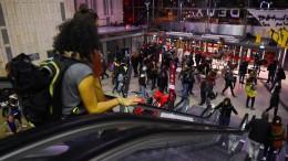 Aktivisten besetzen Einkaufszentrum in Paris