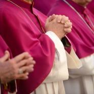 Entfremdung von den Gläubigen? Bischöfe beten beim Eröffnungsgottesdienst der traditionellen Herbstvollversammlung der Deutschen Bischofskonferenz. (Symbolbild)