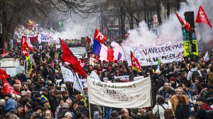 Hunderttausende protestieren gegen Macrons Rentenpläne