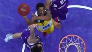 Wird das noch was? Die Baskets waren in dieser Saison häufig unter Druck, wie hier Casper Ware (Mitte) gegen Göttingen.
