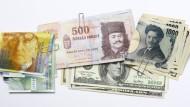 Nach dem Brexit: Das britische Pfund sinkt, Yen und Schweizer Franken steigen.