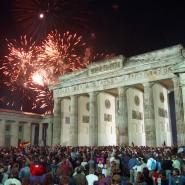 Osten als Superopfer, ewiger Schuldwesten? Feierlichkeiten am Brandenburger Tor am 3. Oktober 1990