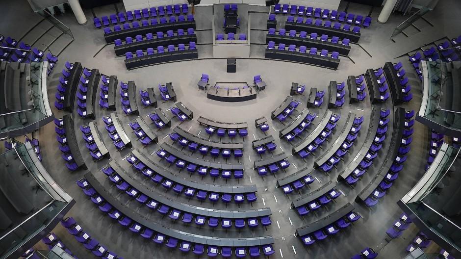 Der leere Plenarsaal des Deutschen Bundestags: Die Redner-Hitparade der Rhein-Main-Abgeordneten hat nur wenig mit der Bedeutung eines politischen Amtes zu tun.