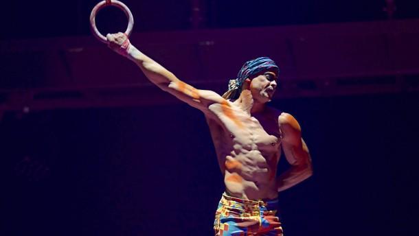 Akrobat des Circque du Soleil stürzt vor Publikum in den Tod