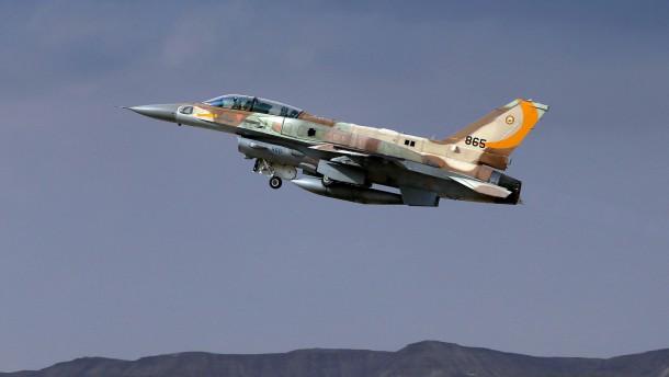 Israel fliegt wieder Luftangriffe auf Hamas