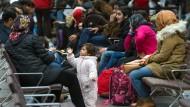 Flüchtlinge in der Registrierungsstelle in Berlin.