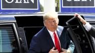 Donald Trump teilt beim Nato-Gipfel in Brüssel wieder kräftig aus - vor allem gegen Deutschland.