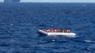 De Maiziere für Asylzentren in Afrika