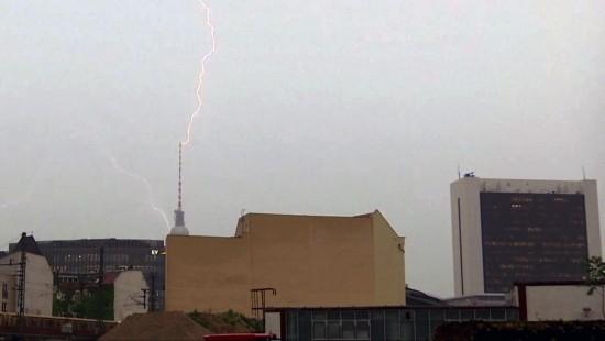 Blitzeinschlag am Berliner Fernsehturm