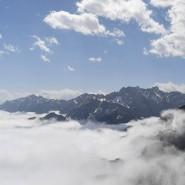Bayern, Garmisch-Partenkirchen: Berggipfel des Wettersteins und Karwendel (l, hinten)