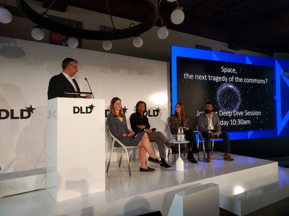 Die Fachleute sprechen während der DLD-Konferenz über Weltraummüll.