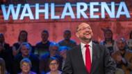 SPD-Kanzlerkandidat Schulz zeigte sich in der Wahlarena in Lübeck entschlossen und publikumsnah.