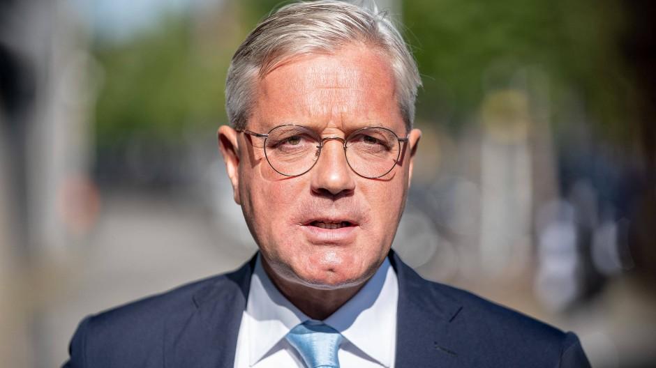 Rottgen Halt Prasenzparteitag Der Cdu Fur Ausgeschlossen