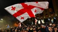 Demonstranten fordern im November in der georgischen Hauptstadt Tiflis den Rücktritt der Regierung.
