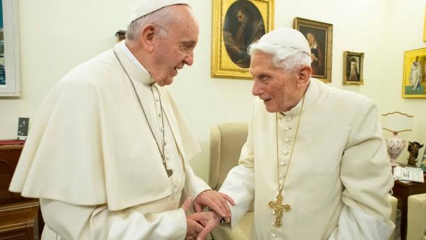 Benedikt widerspricht Franziskus