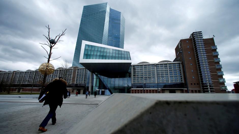 Die Anleihekäufe der Europäischen Zentralbank (EZB) tragen zum stark rückläufigen Angebot an Unternehmensanleihen bei.