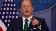 Trumps Sprecher Sean Spicer verteidigt seinen Chef.