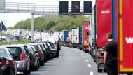 So sollte es sein: Rettungsgasse nach einem Unfall bei Hannover 2016.