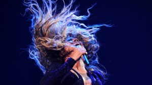 Beyoncé bleibt mit Haaren im Ventilator hängen