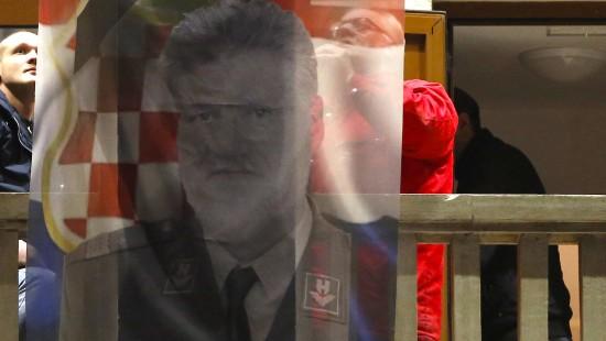 Kriegsverbrecher nach Gift-Tod als Held gefeiert