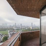 Blick aus dem Hochhaus nach Plänen von David Chipperfield im Londoner Ost End.