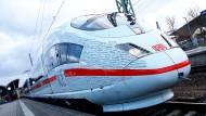 Modern - aber fährt nicht. Ein ICE auf der Strecke zwischen Berlin und München