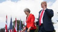 Nach öffentlicher Kritik in einem Interview, lobt Donald Trump die englische Premierministerin Theresa May anschließend bei einer gemeinsamen Pressekonferenz.
