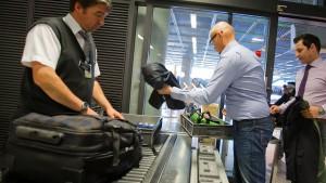 Warum die Schlangen am Flughafen so lang sind
