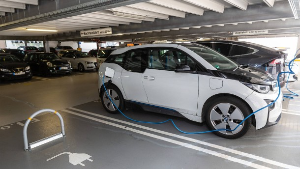 Freie Parkplätze für E-Autos