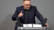 Auf den Bremer AfD-Chef und Bundestagsabgeordneten Frank Magnitz ist nach derzeitigem Ermittlungsstand nicht mit einem Gegenstand eingeschlagen worden.