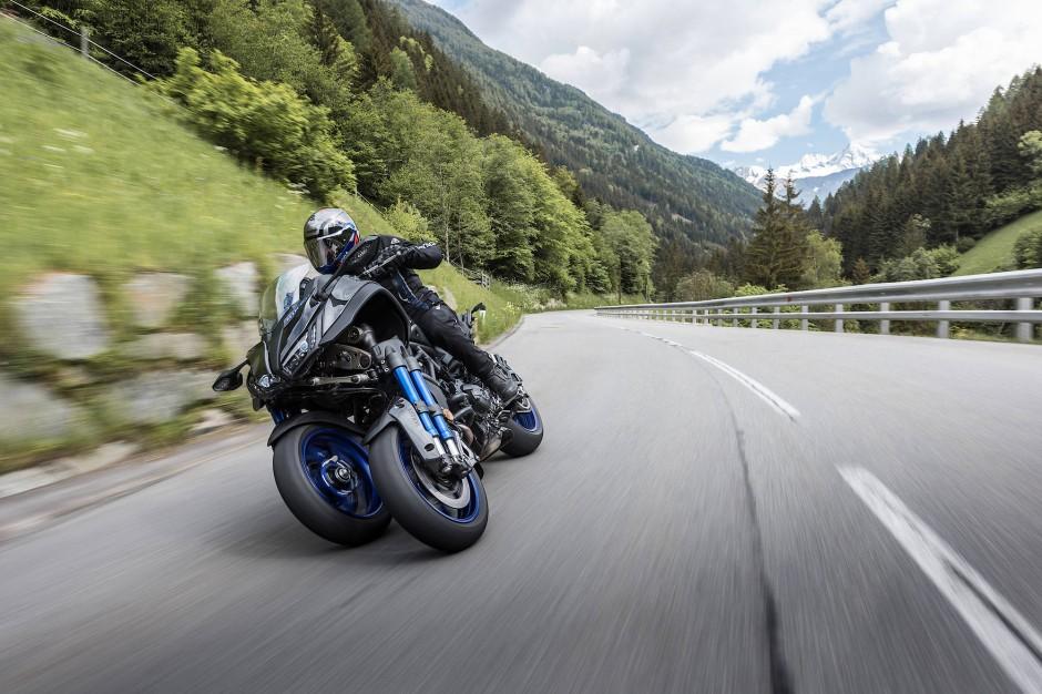 Yamaha neigt zu Experimenten: Zwei Vorderräder bescheren der Niken eine außerordentlich satte Straßenlage. Ihre wuchtige Front wirkt sehr fremdartig, das Heck eher gewöhnlich.