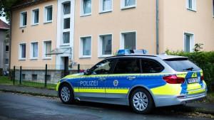 Mutter und Kind in Wohnung erstochen gefunden