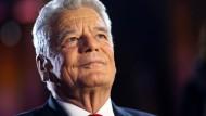 Präsidiale Haltung: Bundespräsident Gauck bei einem Besuch der Mainzer St. Stephan Kirche