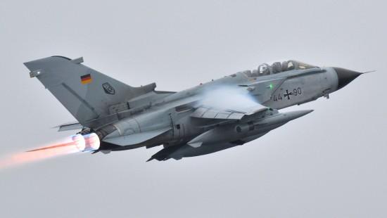 Bundestag verlängert Bundeswehreinsatz gegen IS