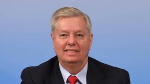 Amerikanischer Senator will Russland Arschtritt  geben