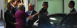 Einer muss nachgeben: Großbritanniens Premierministerin Theresa May und EU-Kommissionspräsident Jean-Claude Juncker (Mitte).