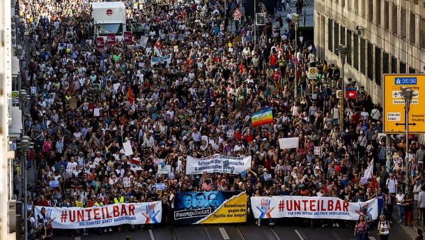 Fast eine Viertelmillion demonstriert für eine offene Gesellschaft