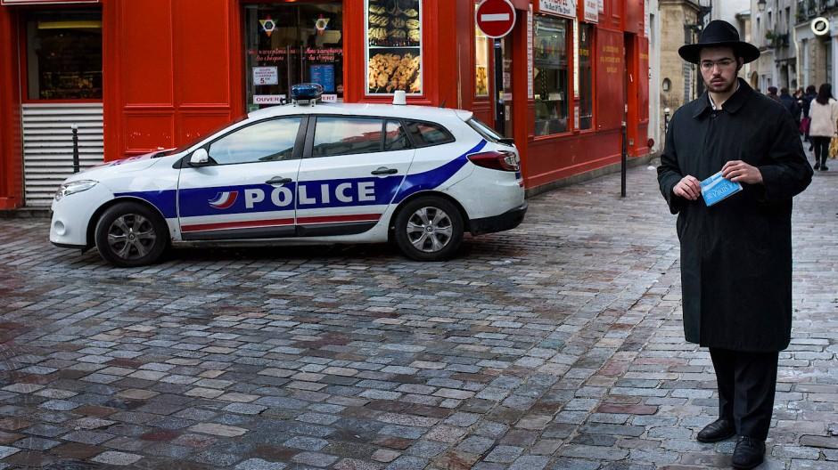 Polizeischutz: Paris, im jüdischen Viertel Le Marais